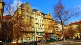 Vi fandt en hyggelig, stille og central plads i Budapest, hvor vi kunne hvile benene. @komastaj.dk